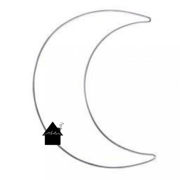 Draad maan voor macrame en haak projecten. De afmeting is 19.5 bij 25 cm